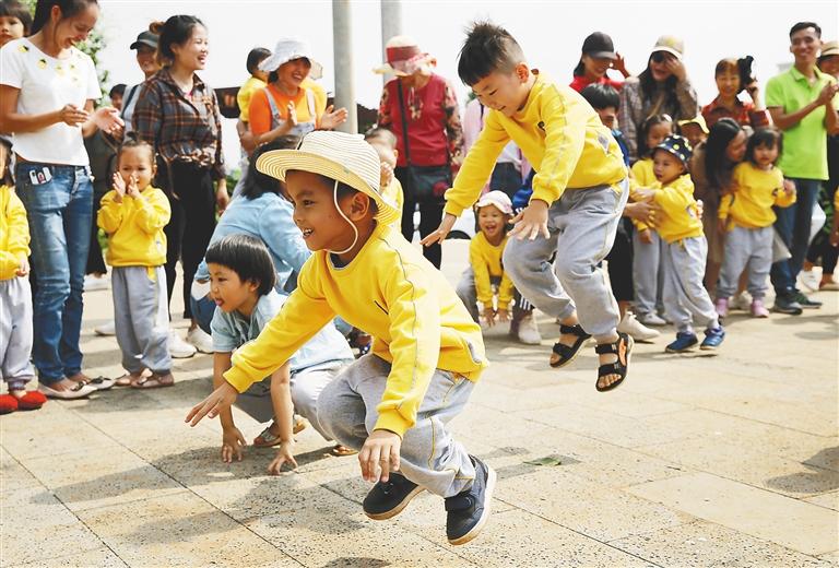 500多名孩子、家长走进澄迈县洋道村开展冬游活动